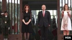 La presidenta argentina Cristina Fernández y su colega mexicano Felipe Calderón aseguraron que ambas nacione viven un buen momento en cuanto a relaciones bilaterales.