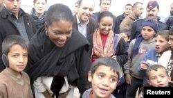 Валери Амос в лагере сирийских беженцев