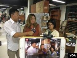 អ្នកស្រី Jodie DeJonge និពន្ធនាយកនៃកាសែត The Cambodia Daily ផ្តល់បទសម្ភាសន៍ជាមួយ VOA តាមរយៈការផ្សាយផ្ទាល់ Facebook នាថ្ងៃធ្វើការចុងក្រោយនៃកាសែត The Cambodia Daily ក្រោយប្រតិបត្តិការបោះពុម្ភផ្សាយអស់រយៈពេល ២៤ឆ្នាំនិង១៥ថ្ងៃ តាំងពីឆ្នាំ១៩៩៣។