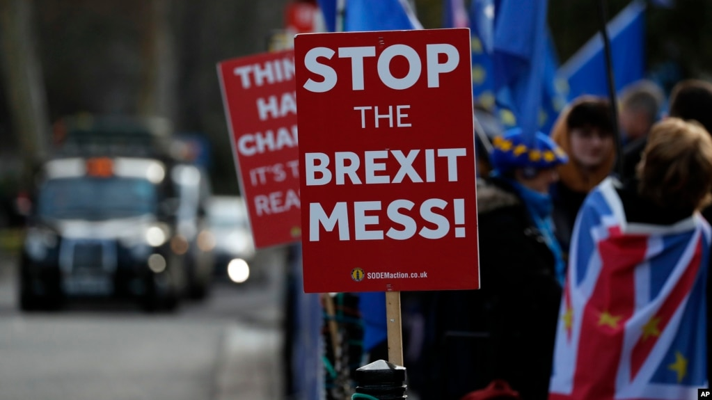 Pro-European demonstrators protest outside parliament in London, Jan. 11, 2019. Britain's Prime Minister Theresa May is struggling to win support for her Brexit deal in Parliament.