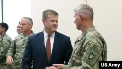 美国陆军部长麦卡锡2019年8月13日访问陆军特种作战中心(美国陆军照片)
