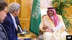 Američki državni sekretar Džon Keri sa saudijskim zvaničnicima
