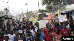 Manifestation dans Port-au-Prince, Haiti, 25 janvier 2016.