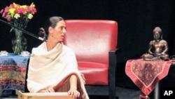 米拉白谢巴在佛陀影展中演唱