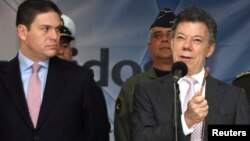 El Ministro de Defensa de Colombia, Juan Carlos Pinzón, (izq) recibió las instrucciones del presidente Juan Manuel Santos para coordinar con el CICR la liberación de los secuestrados.