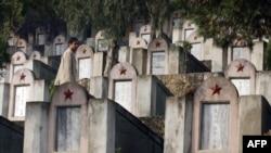 Một nghĩa trang quân đội Trung Quốc từ cuộc chiến biên giới 1979 với Việt Nam.
