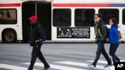Iklan bus dari kelompok Inisiatif Pembela Kebebasan di Amerika (AFDI) terlihat di sebuah bus di kota New York bulan lalu.