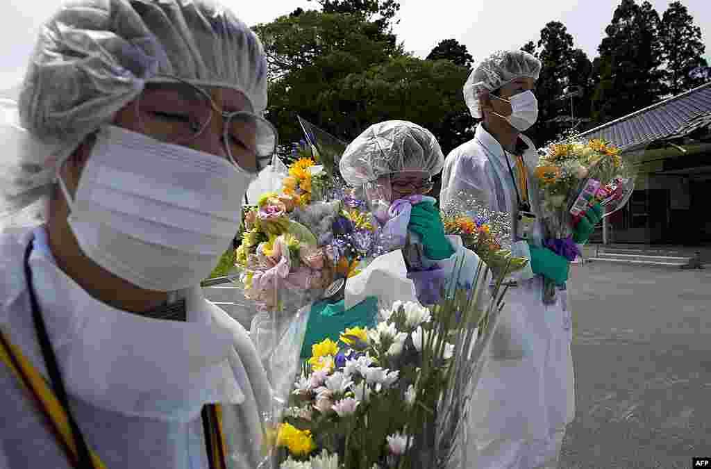 Мемориальная церемония в городе Окума, внутри зоны отчуждения. 24 июля 2011 г.