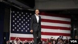 Obama dijo a una multitud en la Universidad estatal de Ohio que los republicanos cuentan con que los electores olviden quiénes causaron el desastre.