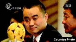 中国电视显示张海出狱的画面