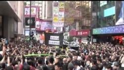2013-10-20 美國之音視頻新聞: 香港萬人抗議當局電視發牌黑箱作業