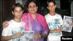اجے دیوگن کا پرستار کاشف علی مدیحہ گوہر کے ساتھ