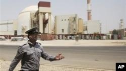 Иран. Ядерный реактор вблизи от города Бушер.
