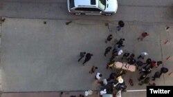 Tấm ảnh được lưu truyền trong ngày 27/12/2015 trên mạng xã hội về hiện trường vụ bắn chết nhà làm phim Naji Jerf ở Giazantep.