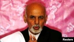 Former finance minister Ashraf Ghani speaks during a news conference in Kabul April 13, 2014.