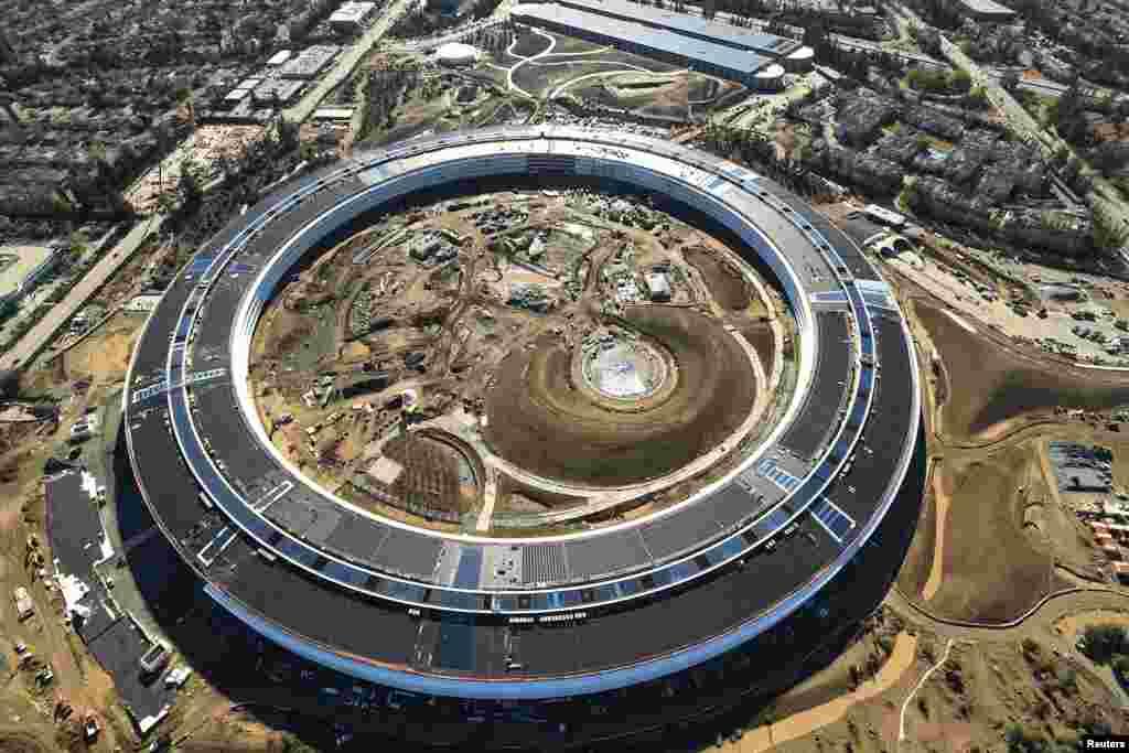 អគារ Apple Campus 2 ដែលជាទីស្នាក់ការមួយទៀតរបស់ក្រុមហ៊ុន Apple កំពុងត្រូវបានគេសាងសង់នៅក្នុងក្រុង Cupertino រដ្ឋ California សហរដ្ឋអាមេរិក។