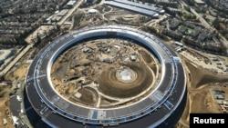 2017年1月13日,美国加利福尼亚州库比蒂诺市,从空中拍摄的这张照片显示正在建设的苹果公司第二园区。