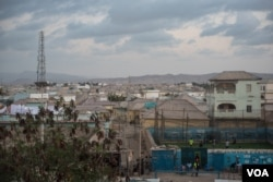 A view of the port city of Bossaso, Somalia, at dusk, March 25, 2018. (J. Patinkin/VOA)