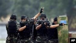 中国特种部队2010年在军事演习中。中国军队将把改进后的游戏软件发给部队中国特种部队2010年在军事演习中。中国军队将把改进后的游戏软件发给部队