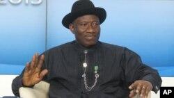 Presiden Nigeria Goodluck Jonathan memerintahkan penyelidikan atas tingginya korban sipil dalam bentrokan pasukan pemerintah dan militan (foto: dok).
