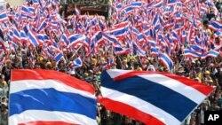 23일 태국 방콕에서 잉락 총리의 퇴진을 요구하는 대규모 반정부 시위가 다시 열렸다.
