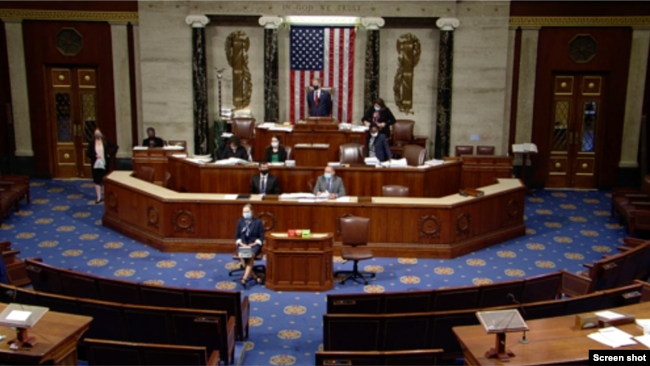 美国国会众议院院会周三就《2022财政年度国防授权》法进行辩论。(视频截图)