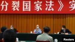 """中国全国人大委员长栗战书(右)中央军委副主席许其亮(中)在北京出席""""反分裂国家法""""会议。(2020年5月29日)"""