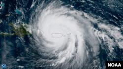 Hình ảnh vệ tinh của tâm bão Maria khi tiến tới Puerto Rico hôm 20/9. Thống đốc Puerto Rico nói ít nhất 13 người thiệt mạng trên hòn đảo thuộc Hoa Kỳ trong cơn bão này.