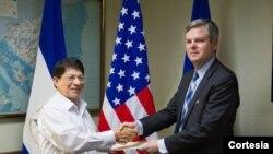 Kevin K. Sullivan se desempeñó como Representante Permanente Interino y Adjunto de la Misión de los Estados Unidos.