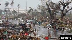 10일 필리핀 타클로반시가 태풍 '하이옌'의 영향으로 폐허로 변해버렸다.