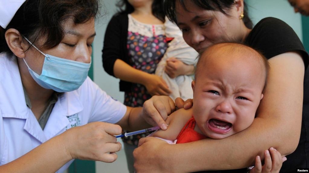 一名中國兒童正在安徽省合肥市接種麻疹疫苗。 (資料照片)