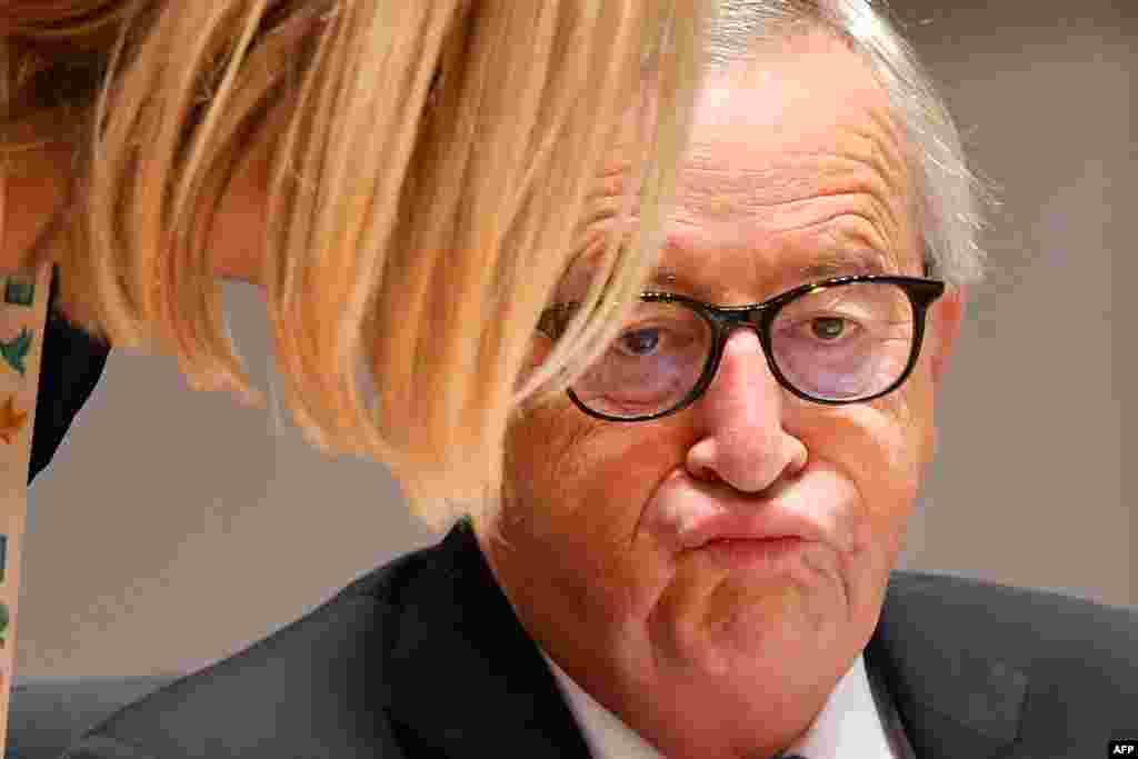 ប្រធានគណៈកម្មការសហភាពអឺរ៉ុប លោកJean-Claude Juncker ស្ថិតនៅក្នុងថ្ងៃទី២នៃជំនួបកំពូលនៃមេដឹកនាំសហភាពអឺរ៉ុប នៅក្រុមប្រឹក្សាសហភាពអឺរ៉ុប ក្នុងទីក្រុងប្រ៊ុចសែល ប្រទេសប៊ែលហ្ស៊ិក។