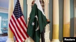 امریکی محکمہ خارجہ میں ایک تقریب میں پاکستانی اور امریکی پرچم ایک ساتھ، فائل فوٹو