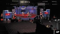 科羅拉多州丹佛大學﹐工作人員正忙碌準備10月3日晚的美國總統候選人辯論會。