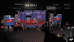 電視辯論現場佈置