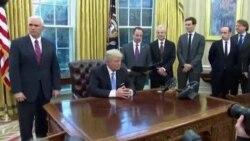 Трамп потпиша три извршни наредби, eдна од нив е повлекување на САД од Транс-пацифичкиот трговски договор