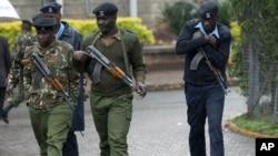 Quân đội Kenya vẫn còn truy lùng các nghi can trong khủng bố