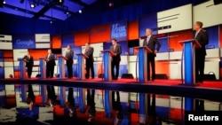 Republikanski predsednički pretendenti Rend Pol, Kris Kristi, Ben Karson, Ted Kruz, Marko Rubio, Džeb Buš i Džon Kejsik u debati u Demoinu.