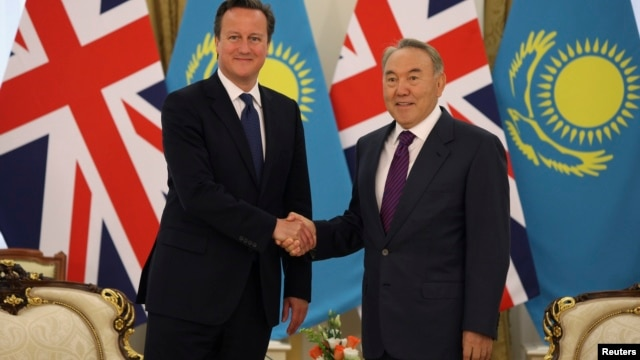 Kazakhstan's President Nursultan Nazarbayev (R) shakes hands with Britain's Prime Minister David Cameron during a meeting in Astana, Kazakhstan, July 1, 2013.