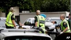 Crente é socorrido em Christchurch, 15 de Março.