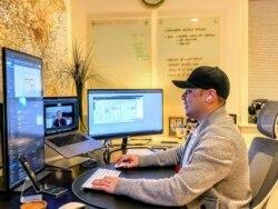 Indra Susatijo bekerja di sebuah perusahaan berbasis di Washington, D.C., yang bergerak di bidang teknologi keamanan cyber. (Foto: Dok Pribadi)