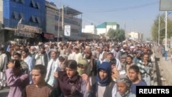 아프가니스탄 칸다하르 시민들이 지난 4일 탈레반에 항의하는 시위를 벌이고 있다.