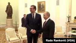 Predsednik Srbije Aleksandar Vučić i predsednik Ruske federacije Vladimir Putin, Foto: Glas Amerike