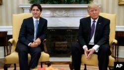 Tổng thống Hoa Kỳ Donald Trump đàm phán với Thủ tướng Canada Justin Trudeau tại Tòa Bạch Ốc, ngày 13/2/2017.