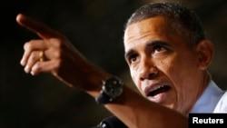 Presiden AS Barack Obama berbicara di pabrik mobil di Kansas City, Missouri (20/9). (Reuters/Larry Downing)
