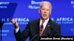Coronavirus: Biden tente de rassurer