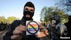 Sankt-Peterburgda besoqolbozlar huquqlariga qarshi o'tkazilgan namoyishdan, 17-may, 2012-yil.