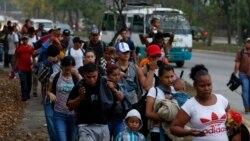 La Cour suprême autorise Trump à maintenir les demandeurs d'asile au Mexique