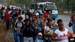 Según el juez Honeyman, las caravanas de migrantes que llegaron a la frontera Sur en los últimos dos años han aumentado, sin duda, el número de casos que ahora tienen que revisar los jueces migratorios.