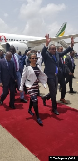 Former Ethiopian Prime Minister Hailemariam Desalegm, waving his arms, was among the passengers on the first passenger flight in 20 years from Addis Ababa to Asmara, Eritrea, July 18, 2018.